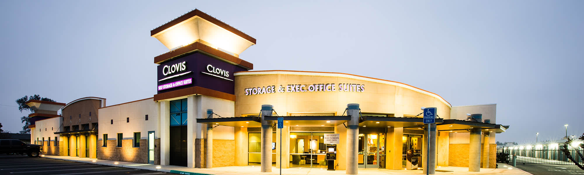 Map and directions to the self storage facility in Clovis