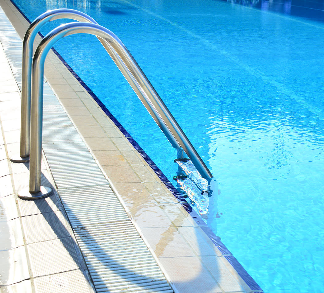 Sparkling swimming pool at Glenview Gardens Apartments