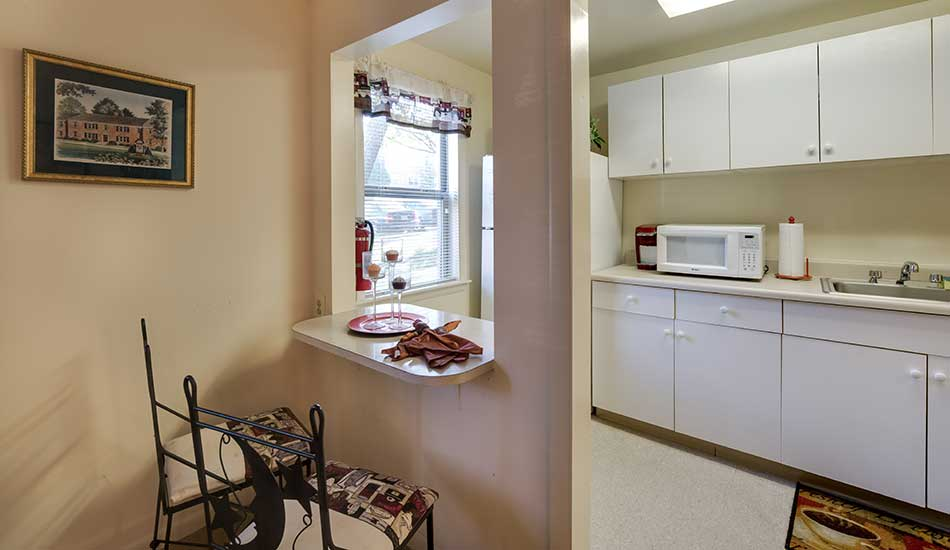 Arbor Oaks Apartments homes with a breakfast bar