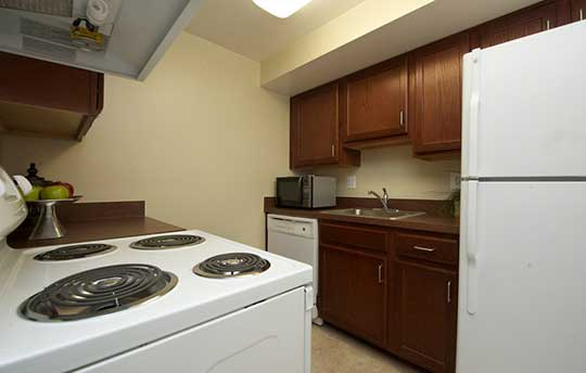 Modern fully equipped kitchen at Stony Brook Apartments