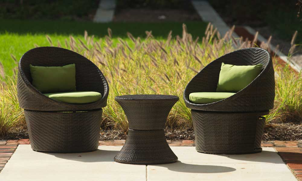 Courtyard chairs at Park 7 Apartments in Washington