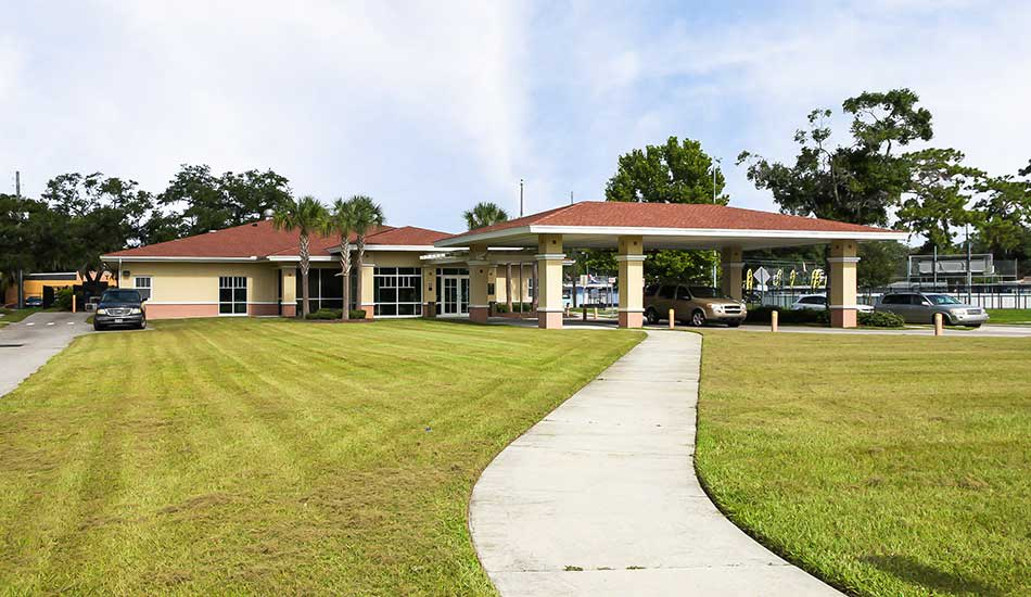 Resident clubhouse at The Oaks at Riverview