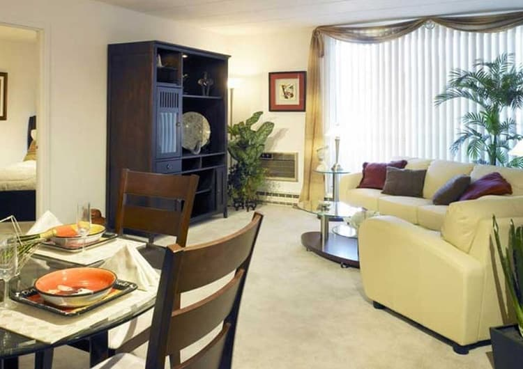Dining area at Park Towers Apartments in Richton Park, IL