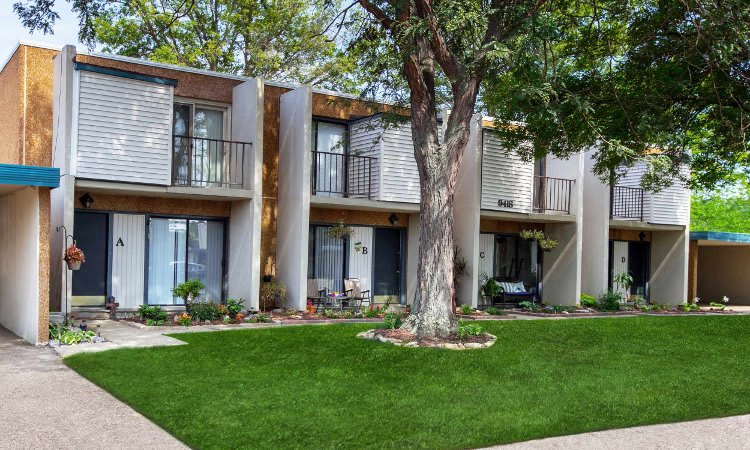 Gorgeous apartments and townhomes at Whitewood Apartments