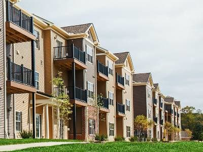Exterior of Eden Square Apartments in Cranberry Township