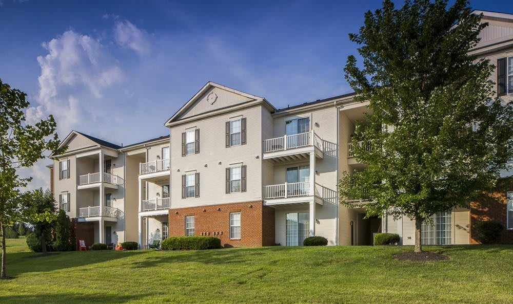 Exterior to our beautiful modern apartments at The Preserve at Beckett Ridge