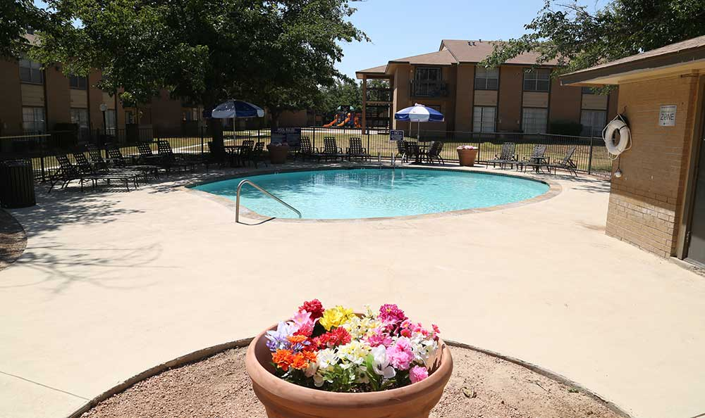 The pool at Coventry Pointe Apartments