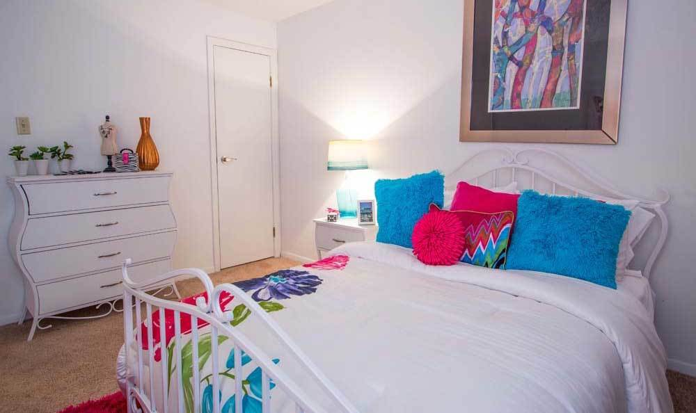 Brightly decorated bedroom at Knollwood Apartments