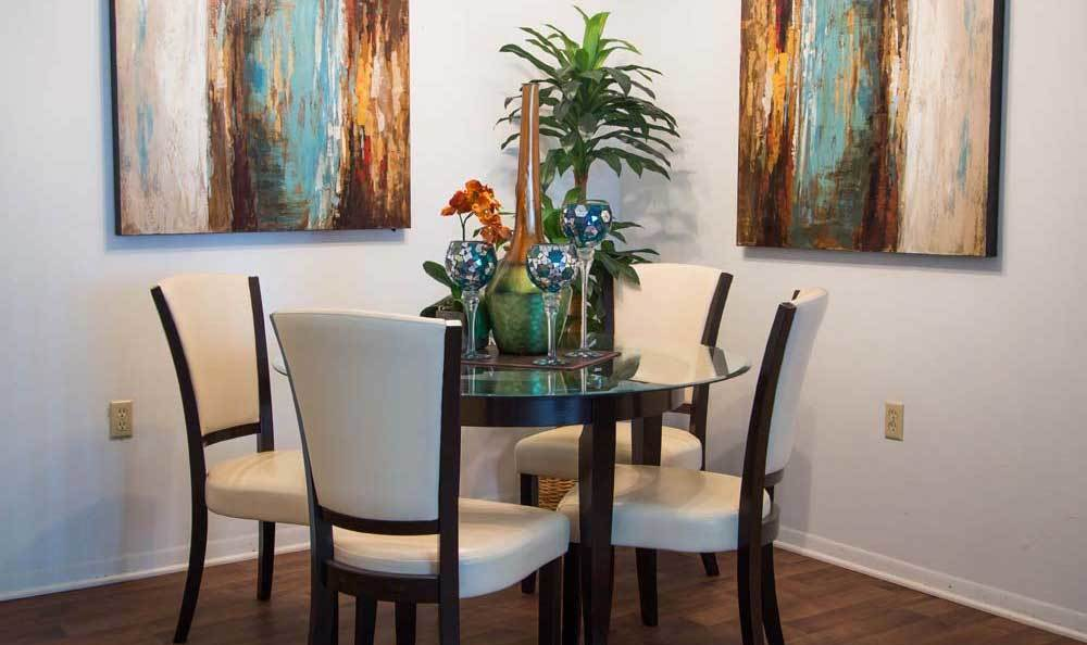 Dining table at Knollwood Apartments
