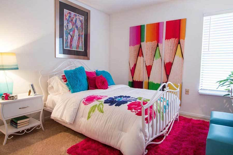 Vibrant bedrooms at Knollwood Apartments