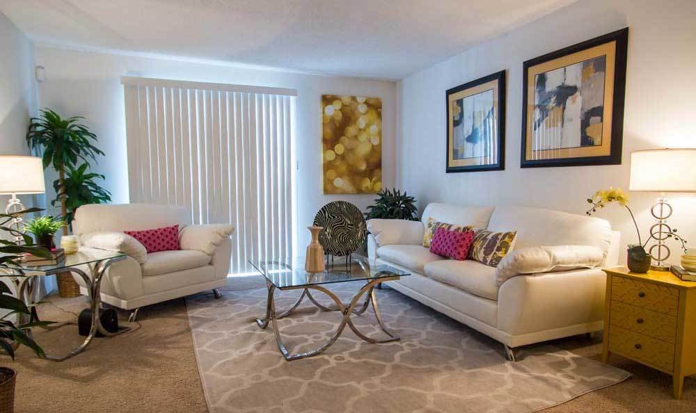Large living room at Knollwood Apartments