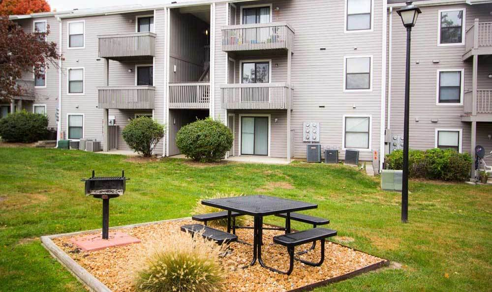 Outdoor grill at Knollwood Apartments