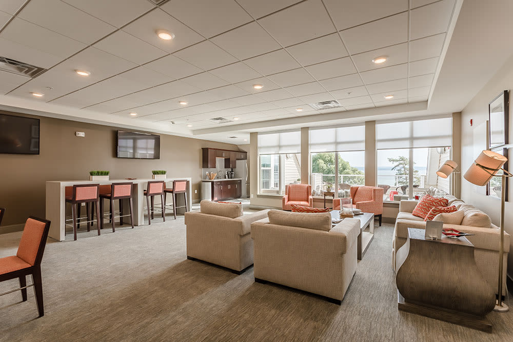 Canandaigua apartments includes a clubhouse with lots of seating
