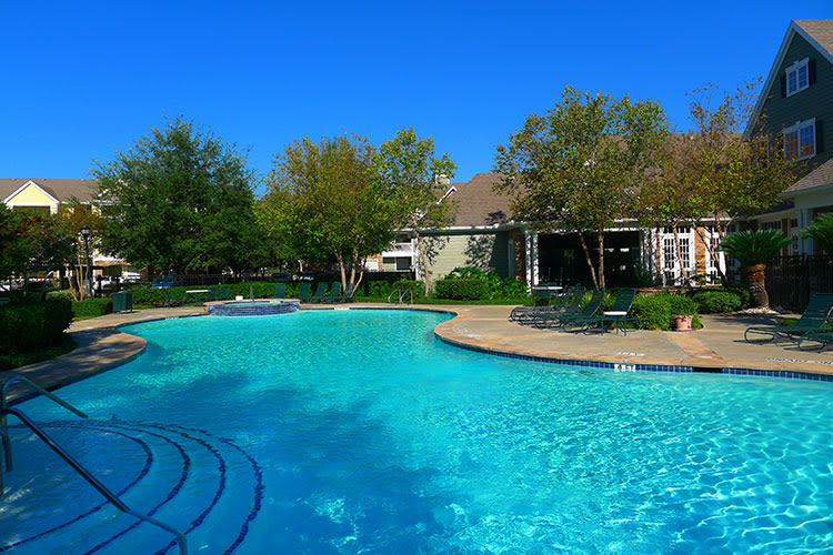 Pool at Lodge at West Oaks