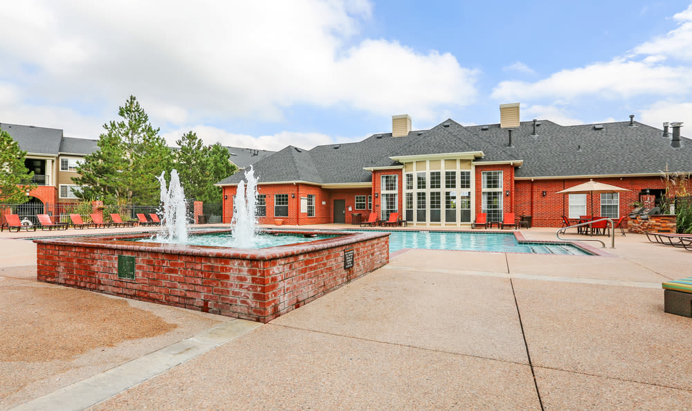 Fountain pool at Skyecrest Apartments