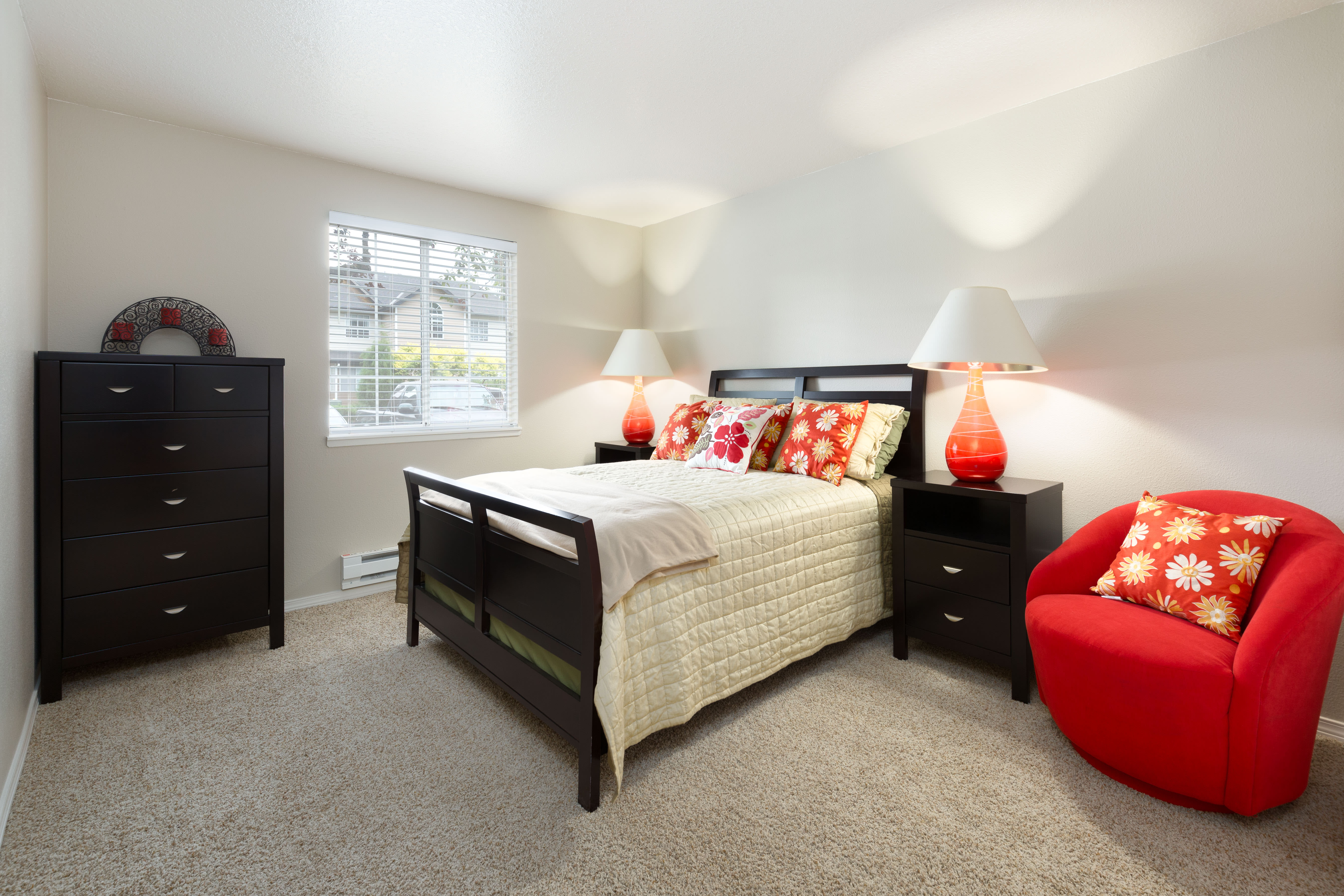 Master Bedroom With Closet at Walnut Grove Landing Apartments in Vancouver, WA