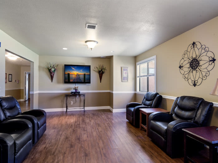 Common living area at Valley Crest Memory Care in Apple Valley, CA