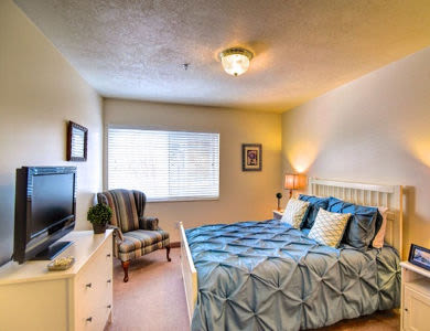 Bedroom with amenities at Pacifica Senior Living Millcreek