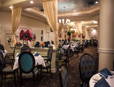 dining hall at Pacifica Senior Living Forest Trace in Lauderhill, FL