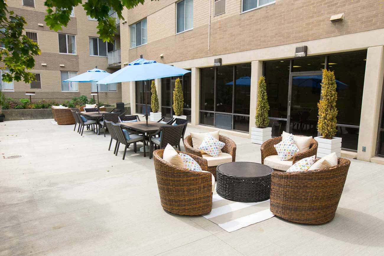 Sitting area at Deville Apartments in Beachwood