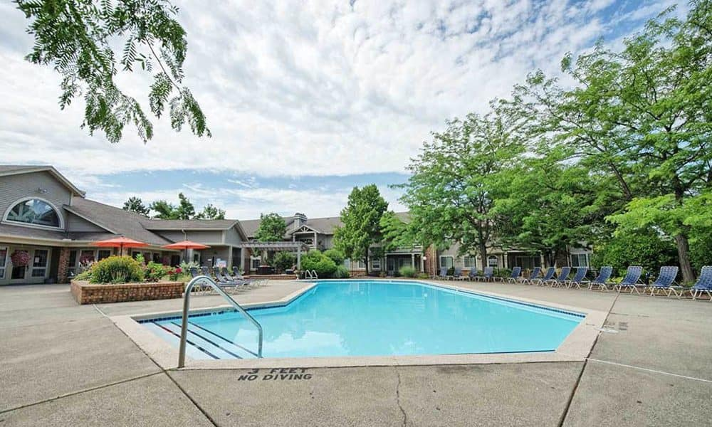 Refreshing swimming pool at Perry's Crossing Apartments in Perrysburg