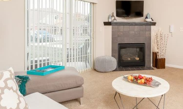 Beautifully decorated apartments at Reserve at Southpointe