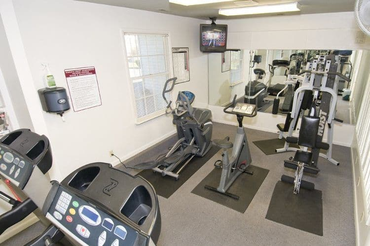Fitness center at Eagle's Crest Apartments