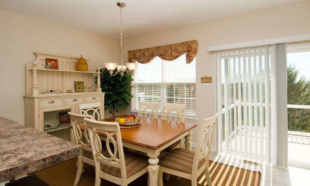 Dining area at Emerald Pointe Townhomes in Harrisburg