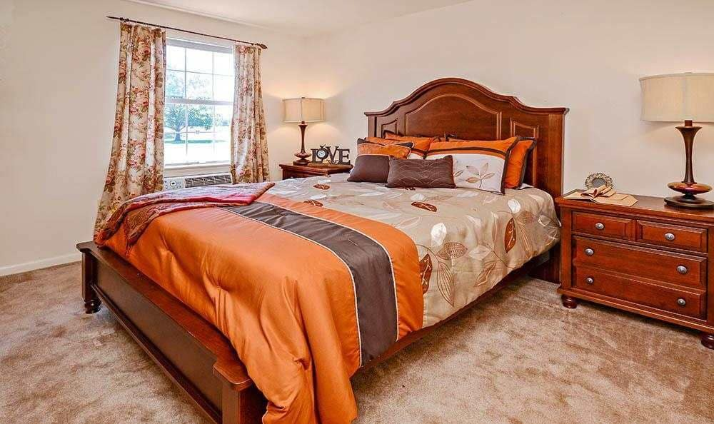 The Reserve at Copper Chase offers a cozy bedroom in York, Pennsylvania