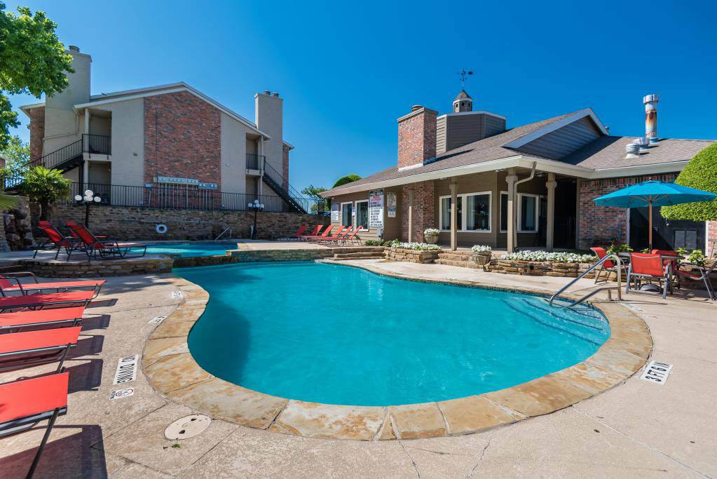 Resort style pool at The Carling on Frankford in Carrollton, TX