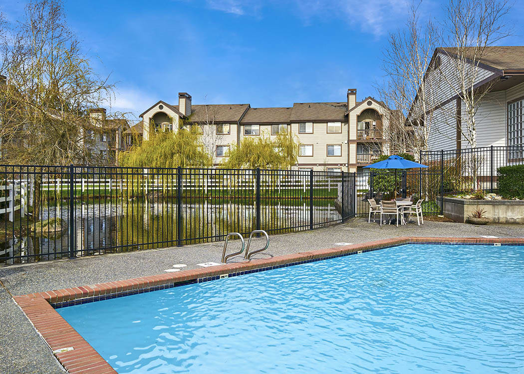 South everett wa apartments on holly olin fields apartments for Apartment pool