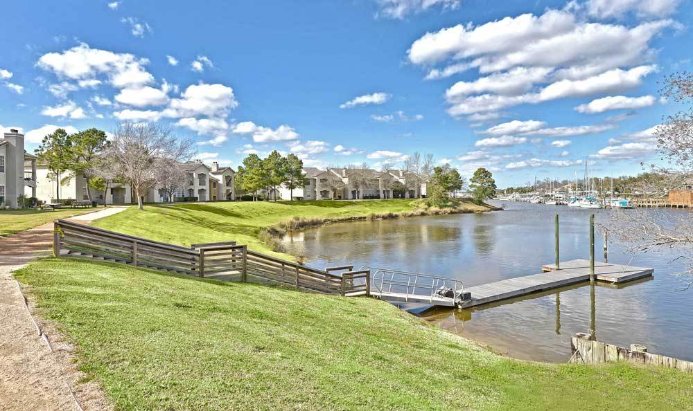 Lake at Signature Point Apartments in League City, Texas