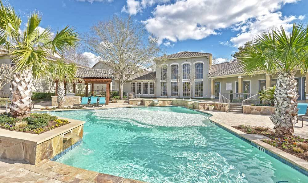 Swimming Pool at Signature Point Apartments in League City