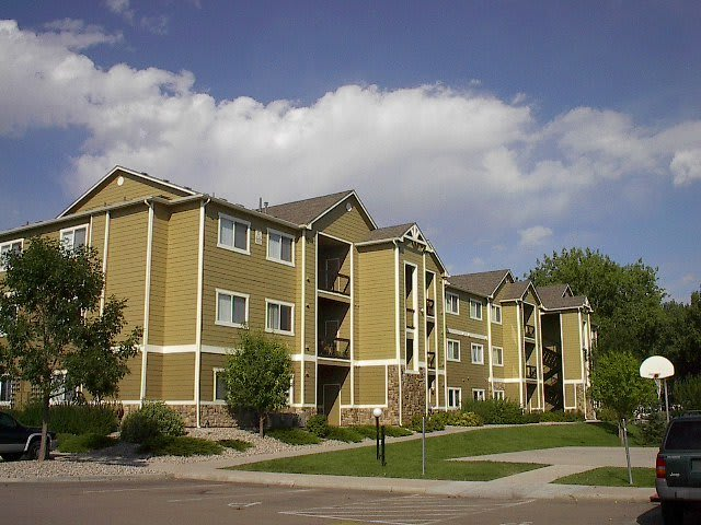 Three-story apartment homes at Reserve at Centerra Apartment Townhomes