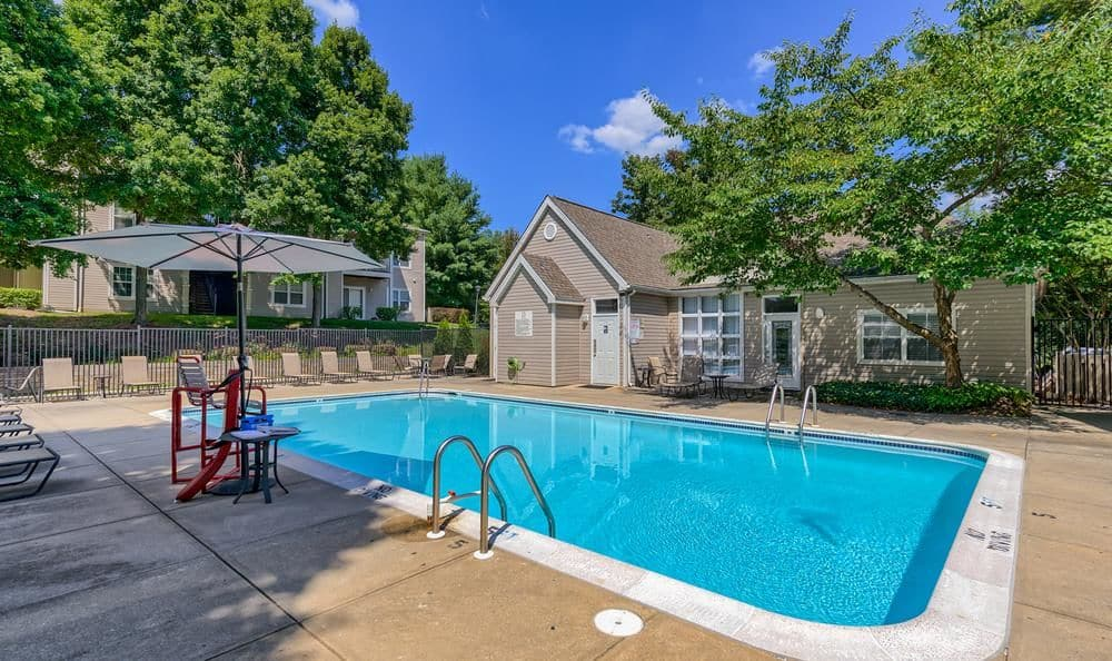 Columbia Commons offers a beautiful swimming pool in Columbia, Maryland
