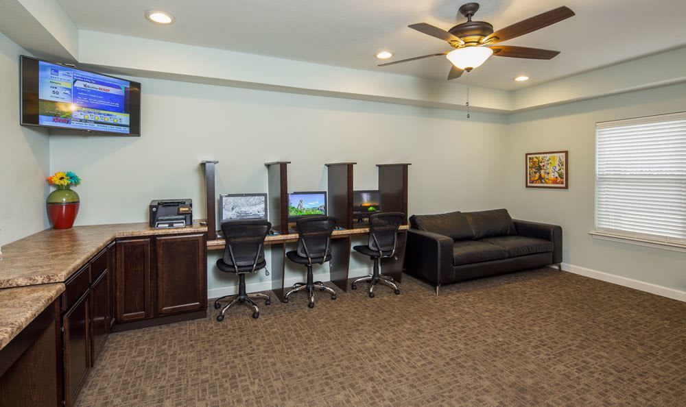 Busineess center at Crescent at Wolfchase home in Memphis, TN