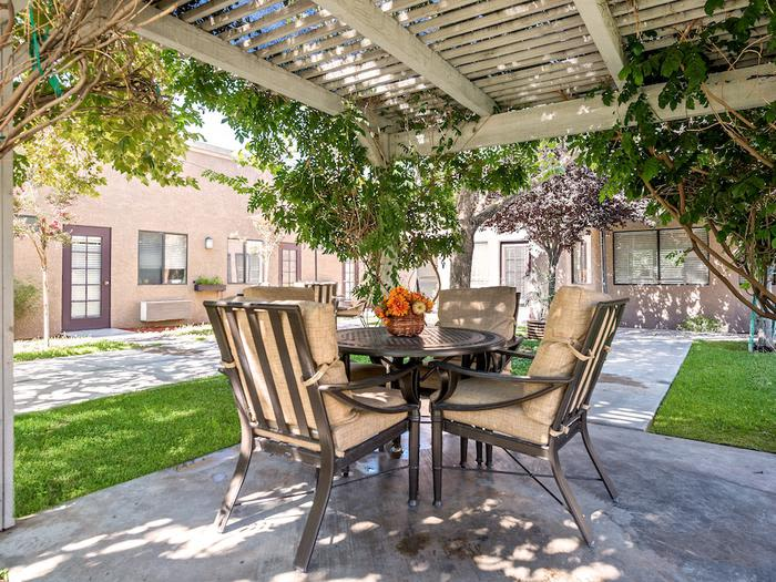 beautiful inner garden at Sierra Vista Independent and Assisted Living in Victorville, CA