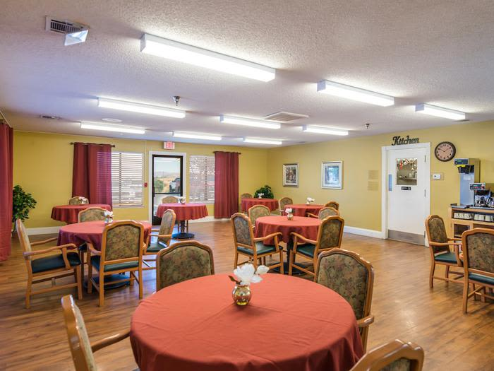 living room clubohuse at Sierra Vista Independent and Assisted Living in Victorville, CA