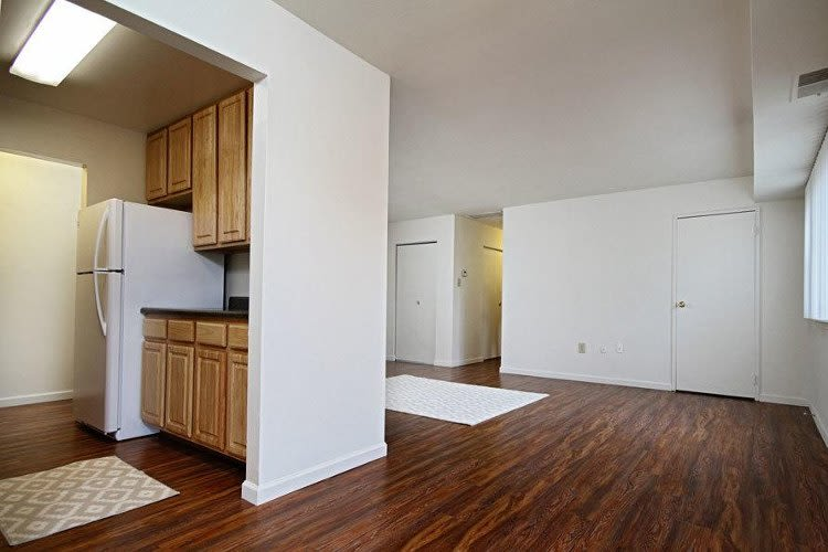 Full-equipped kitchen at King's Manor Apartments