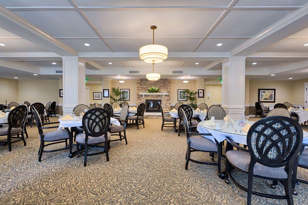 The dining hall at Three Creeks Senior Living