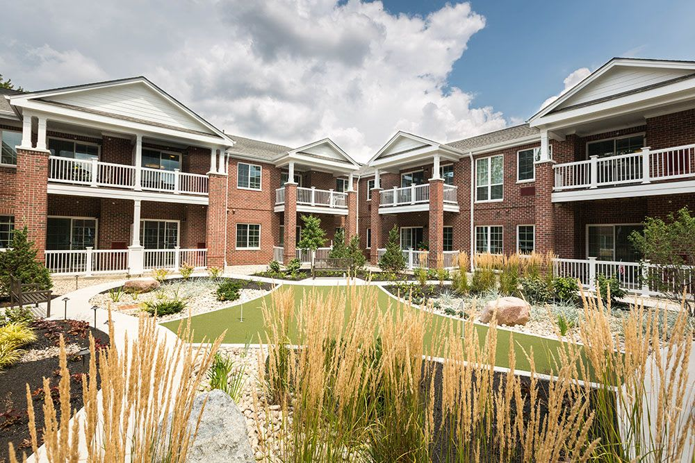 The courtyard at Three Creeks Senior Living