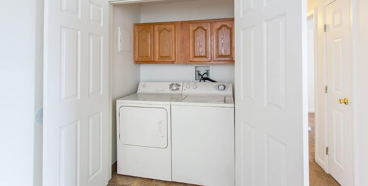 Washer and dryer at Riverton Knolls home