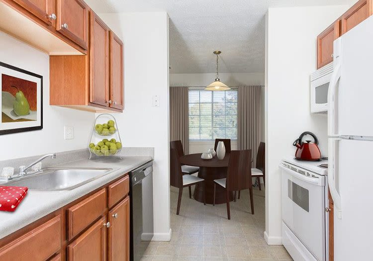Upgraded kitchen at Waverlywood Apartments and Townhomes in Webster, NY