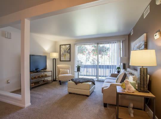 Visit the Idylwood Resort Apartments Website