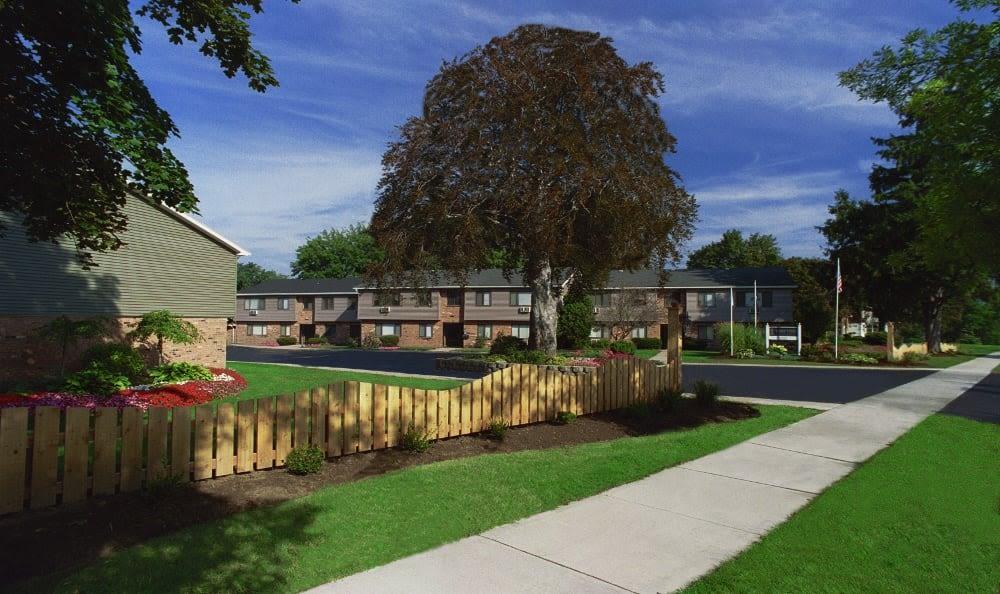 Beautiful Lake Vista Apartments neighborhood in Rochester