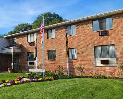 Gorgeous apartments at Parkway Manor Apartments in Rochester