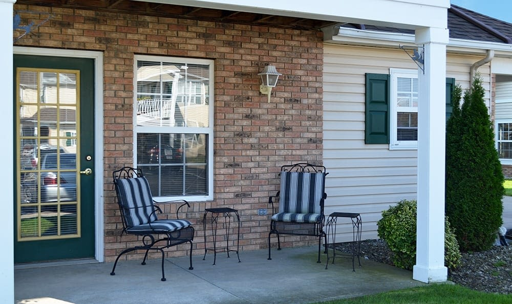 Outdoor seating at Westview Commons Apartments in Rochester