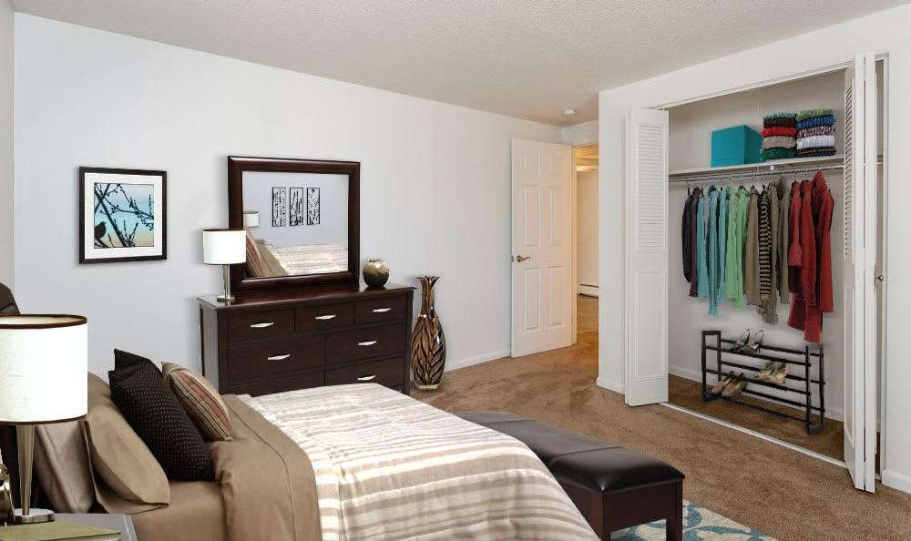 Spacious bedroom at King's Court Manor Apartments