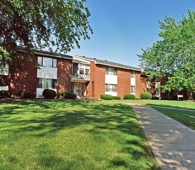 Walkaway at King's Court Manor Apartments in Rochester, New York