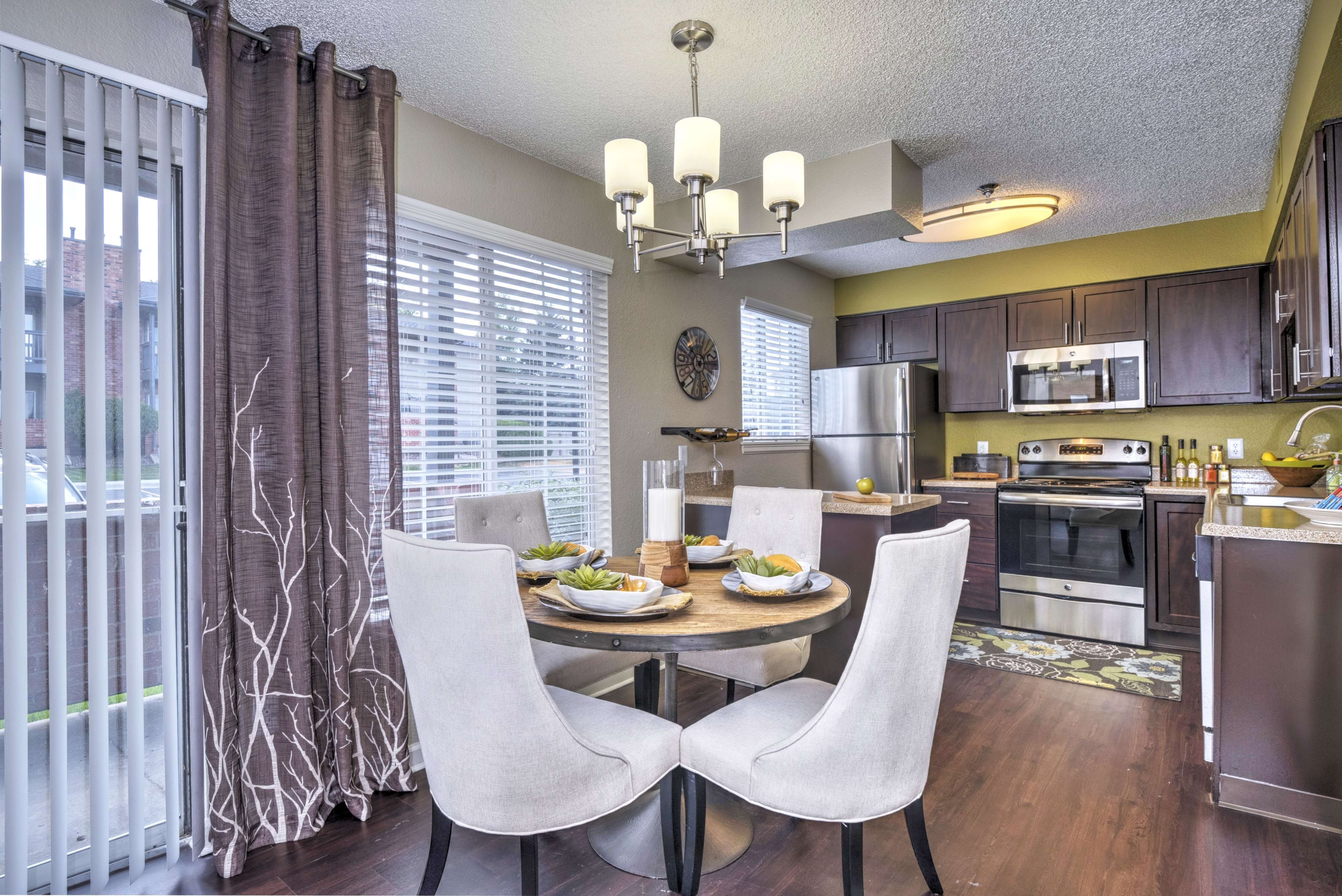 Dining Room at Arapahoe Club Apartments